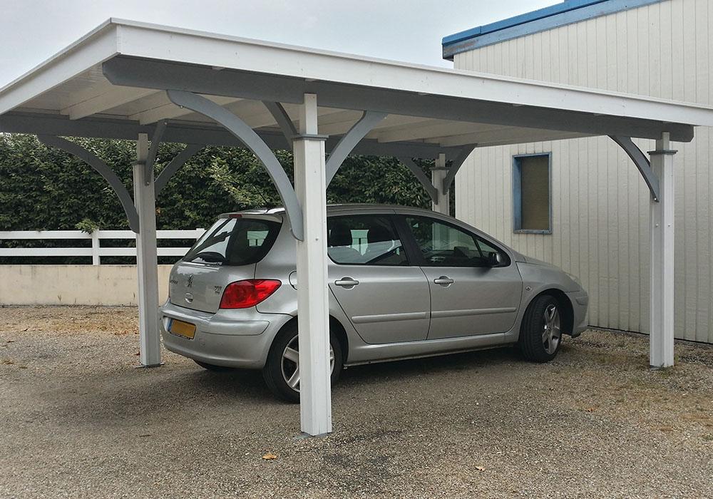 abri voiture en bois et tuile