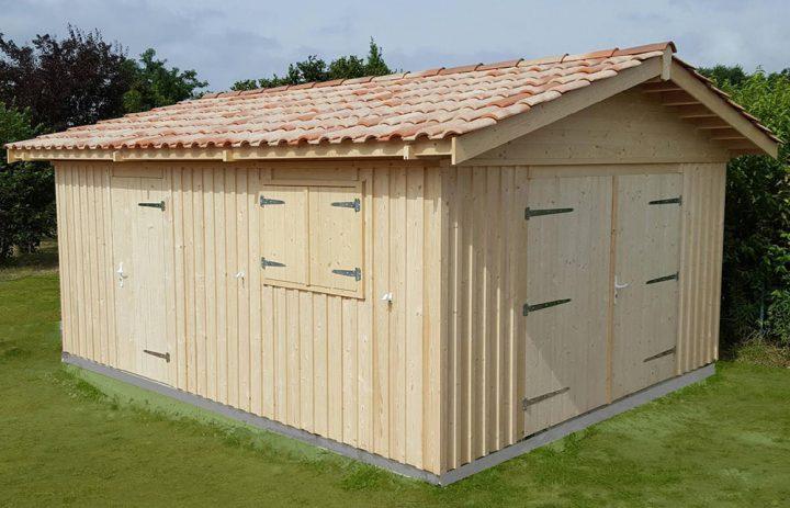 Modèle HOURTIN 22,54 m²<br/> Façade 4,36<br/> Profondeurs 5,16<br/> Présenté avec option : porte de garage largeur 2,35 en 2 vantaux ouvrants à la française + fenêtre et volets