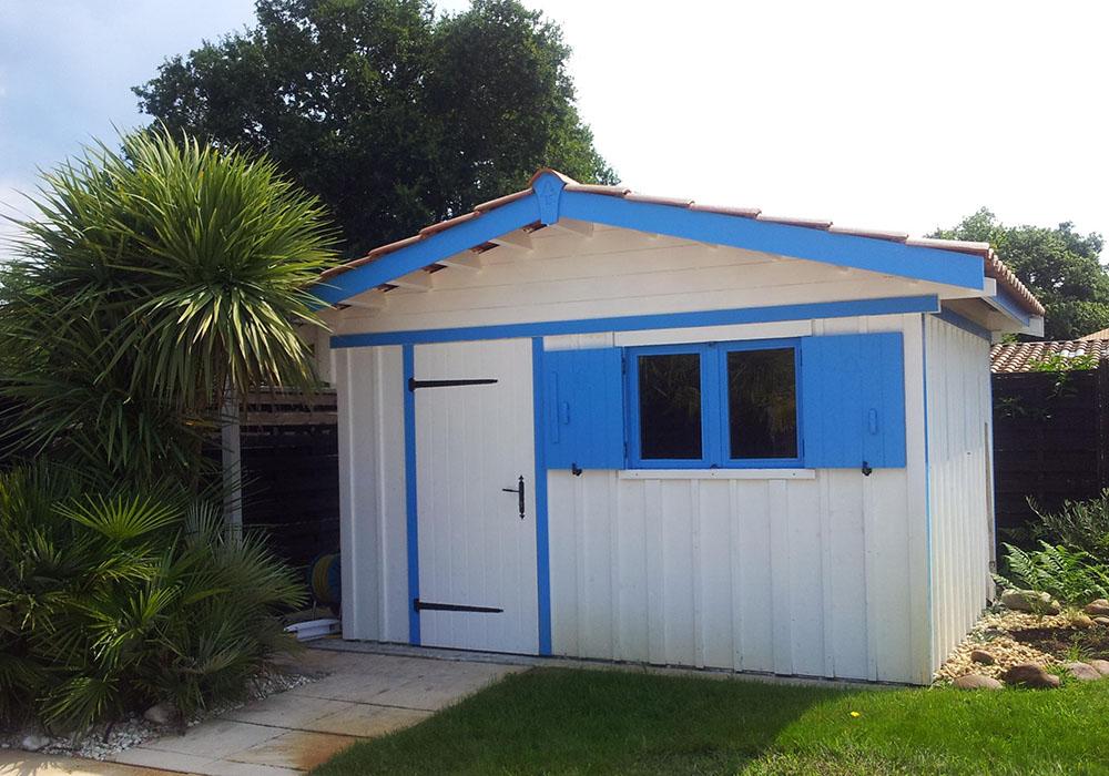 Abri de jardin en bardage verticale bois blanc et bleu bassin d'arcachon
