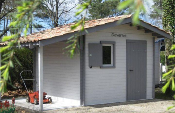 Modèle GAVARNIE 9,00 m²<br/> Façade 3,00<br/> Profondeur 3,00<br/> Présenté avec option : chassis ouvrant et volet + AUVENT LATERAL 1,80 x 3,00