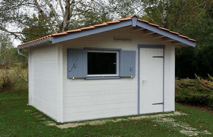 Modèle SUPERBAGNERES 10,80 m²<br/> Façade 3,60<br/> Profondeur 3,00<br/> Présenté avec option : fenêtre et volet