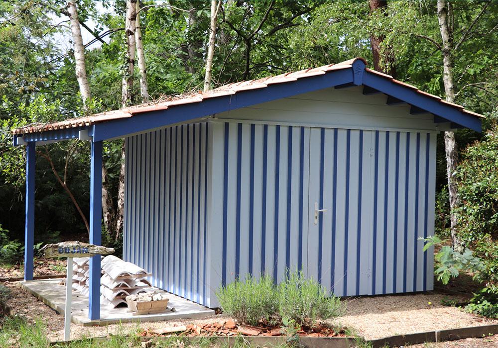 Modèle GUJAN 7,80 m²<br/> Façade 3,00<br/> Profondeur 2,60<br/> Présenté avec option : auvent latéral de 1,40